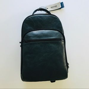 *NWT* Reaction Kenneth Cole Hack-Pack in Navy 🎒
